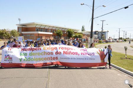 Cerca de 500 personas marcharon por los Derechos de la Infancia.